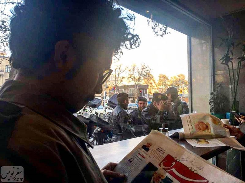 بدون شرح، داخل کافه قنادی فرانسه. عکس مسعود احمدنژاد