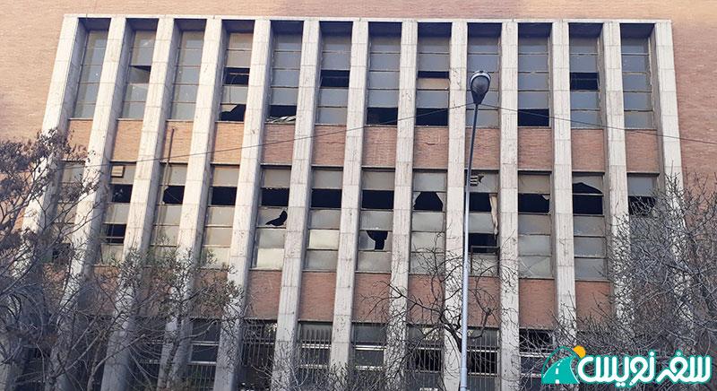 پنجره های شکسته عمارت علی صادق