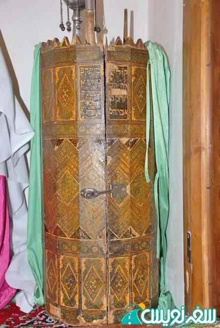 طومار تورات مقدس مزین به جهبه میناکاری