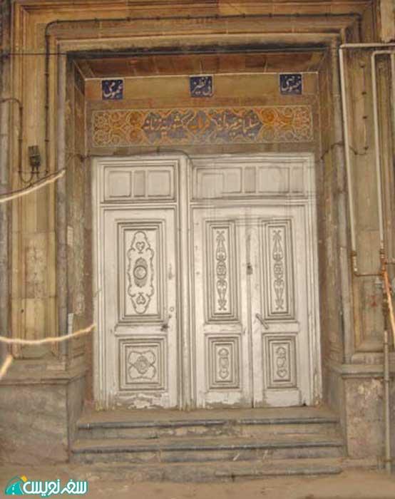 ورودیه حمام کشوریه (بی نظیر) و دربهای چوبی آن