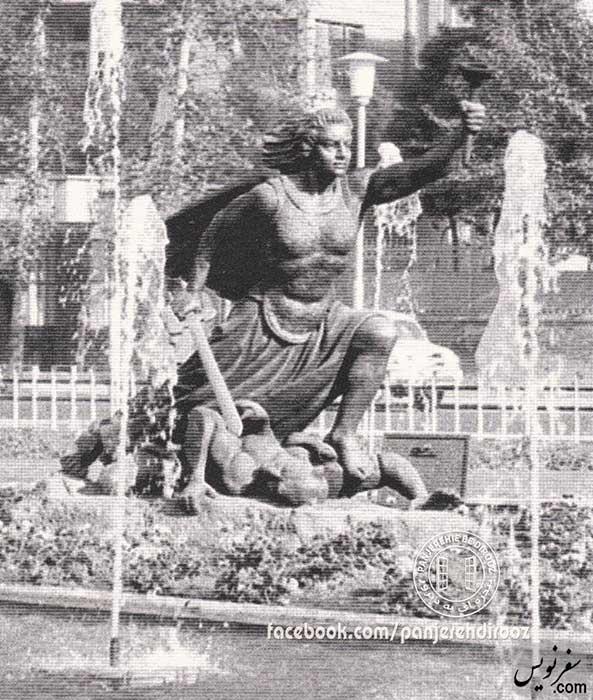 مجسمه فرشته آزادی میدان بهارستان در حال کشتن دیور استبداد