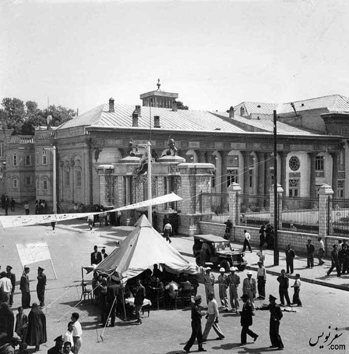 چادر رای گیری انحلال مجلس هفدهم در میدان بهارستان در سال 1330