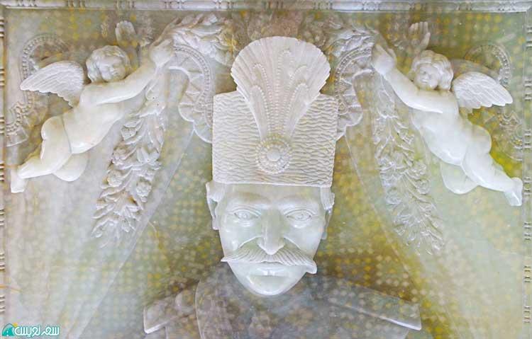 سنگ مزار ناصرالدین شاه، عکس عزیزی