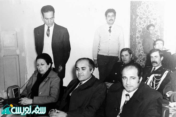 بانو فروغ ظهیری (خواهر محمد ظهیری) مدیر دبیرستان هفده دی در شرکت فرش ملایر سال 1348