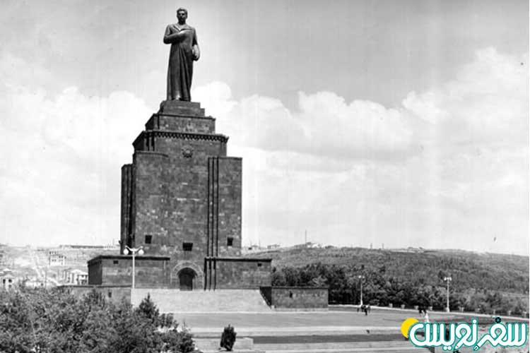 مجسمه استالین که توسط sergey Dmitrievich Merkurov ساخته شده بود