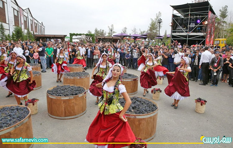 جشن و پایکوبی مراسم تبرک انگور