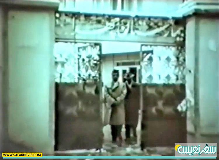 ناصرملک مطیعی در تیمارستان چهرازی در فیلم افسونگر